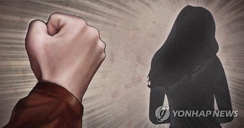 증거 확보... 여성 불법촬영·폭행 혐의 가수 검찰 송치