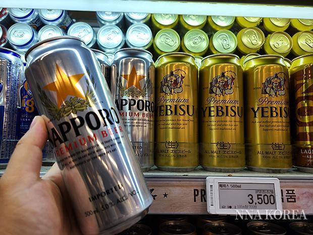 서울시내의 대형마트에서 판매되고 있는 삿포로맥주와 에비스맥주