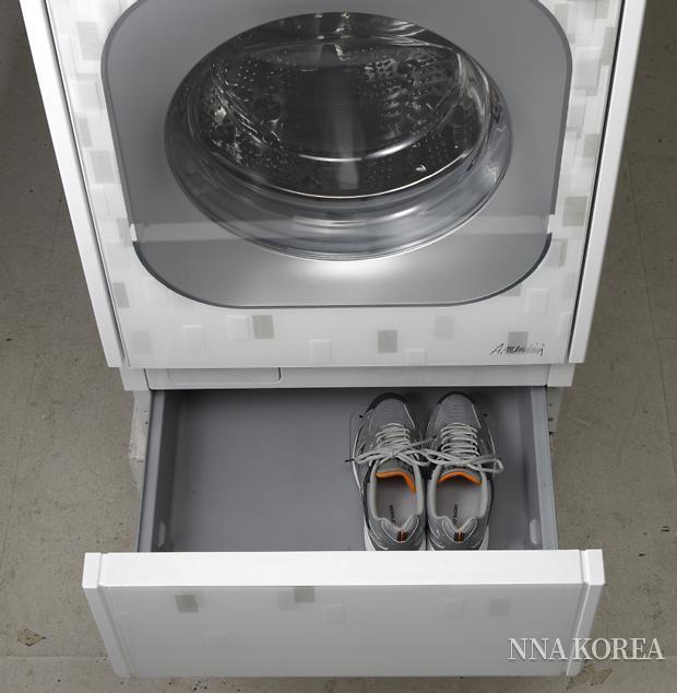 LG전자가 2008년 출시한 신발 세탁기