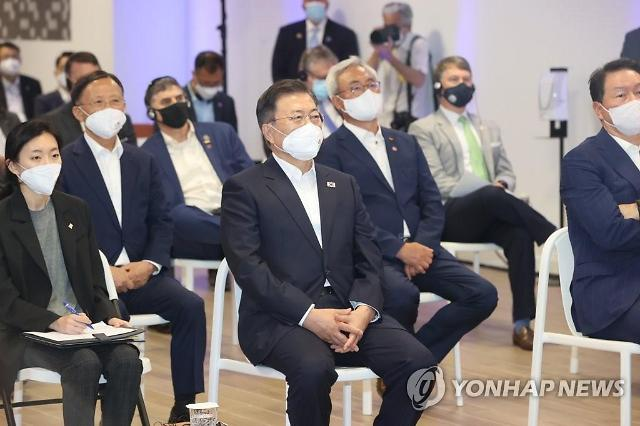 방미 文대통령, SK이노 공장 방문...한·미 배터리 동맹 강조