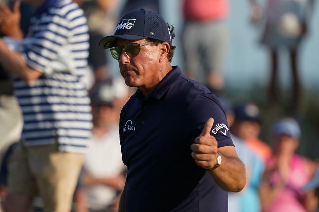 [1보] 필 미컬슨, PGA 챔피언십 우승…통산 45승·메이저 6승