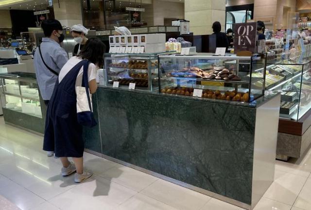 """""""轻轻地尝一口这香浓的诱惑"""" 韩国年轻人沉迷于甜品难自拔"""