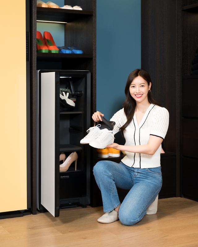 """""""비 맞은 신발도 뽀송뽀송""""…삼성, '비스포크 슈드레서' 출시"""