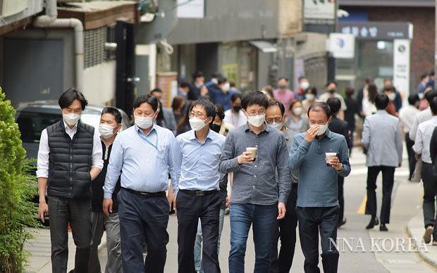 [NNA] 7월부터 마스크 착용 완화... 백신 접종 확대 위해 인센티브 제공