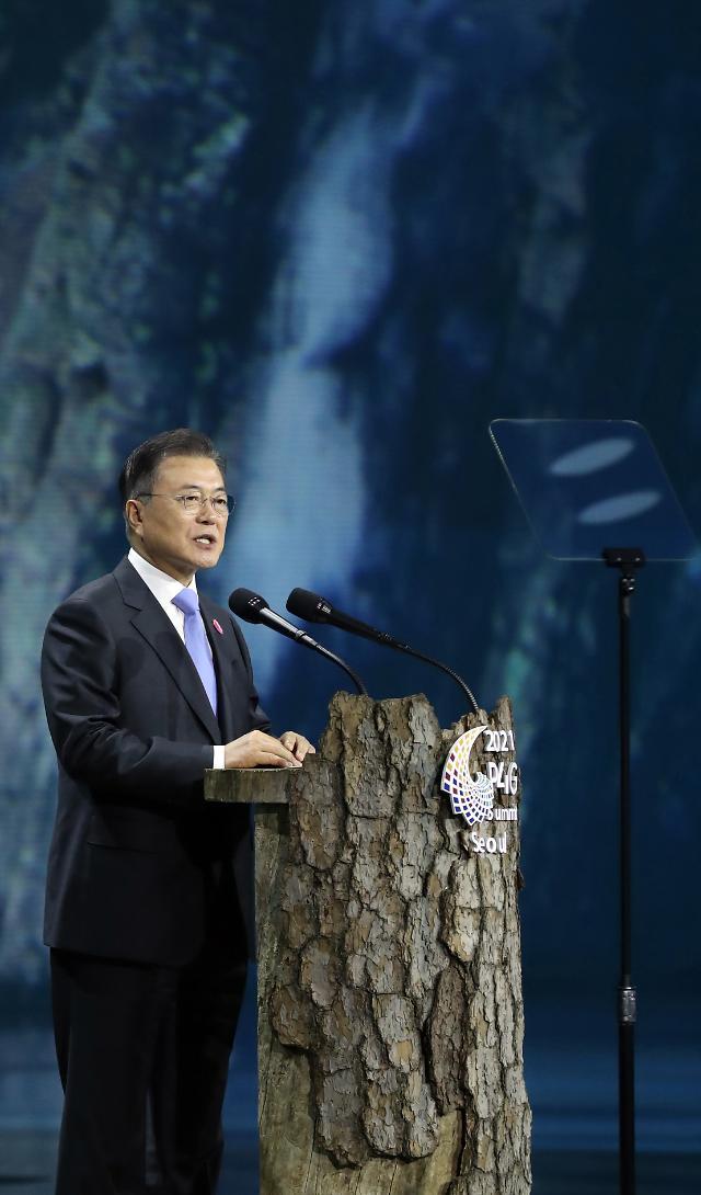 """문 대통령 """"2023년 COP28 유치 추진…기후·녹색 ODA 대폭 늘릴 것"""""""