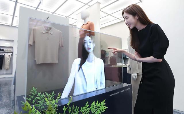 "LG디스플레이 ""투명 OLED, 홍대 무신사서 직관하세요"""