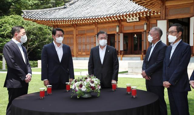 文在寅与四大集团掌门共进午餐 叮嘱积极落实韩美峰会成果