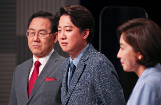 """'나-주곰탕' 연대설에 나경원 """"당 미래 걱정"""" 주호영 """"불편해"""""""