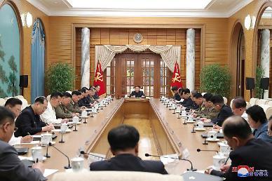 김정은, 노동당 정치국 회의...편향적 문제 바로잡을 대책 필요