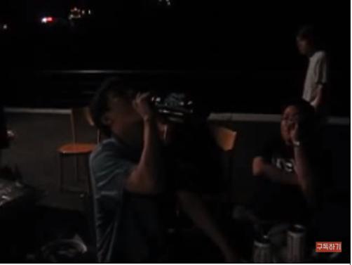 """16년전 한국 최초 유튜브 영상...""""썸녀가 딴 남자 만나 힘들어 술 마시는 내용"""""""
