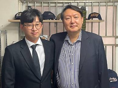 """윤석열, 천안함 생존자 등 만나 """"괴담 유포 세력, 혹세무민"""""""