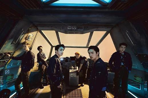 "EXO新专辑横扫全球音乐榜 张艺兴手写卡片""EXO YYDS""引热议"