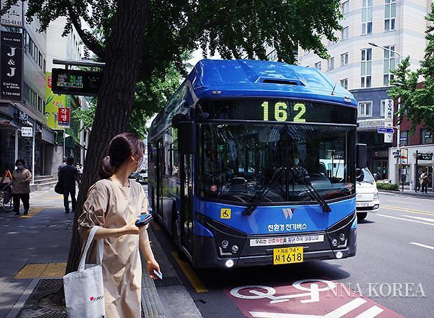서울시 162번 버스에서 운영 중인 EV 아폴로 1100