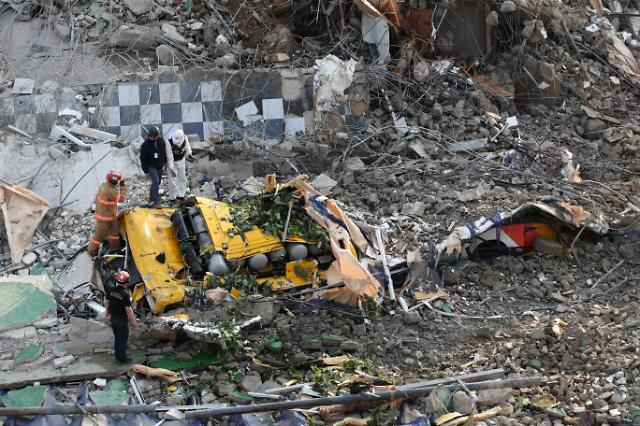 [슬라이드 포토] 매몰자 더 없기를 광주 붕괴사고…9명 사망
