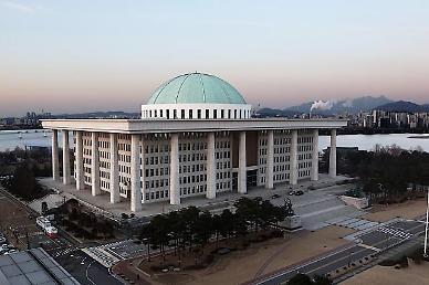 국회, 코로나19 확산에 셧다운…12일까지 폐쇄, 방역조치