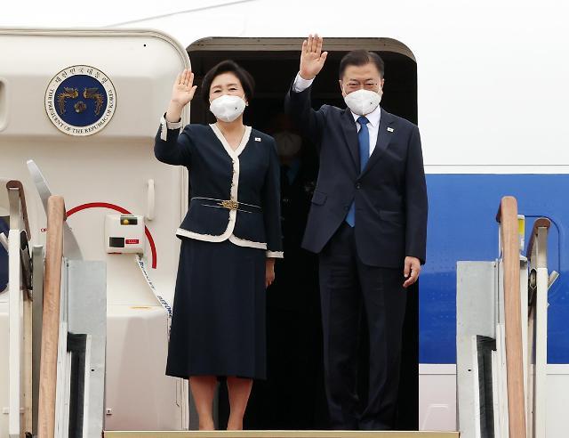 文在寅启程赴英出席G7峰会