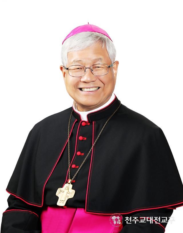 유흥식 대주교가 임명된 교황청 성직자성 역할은?