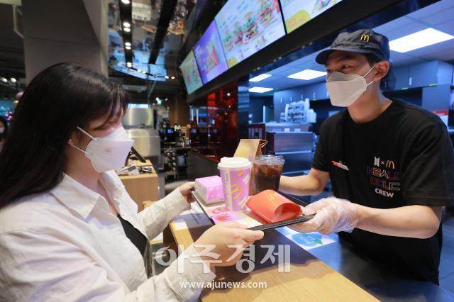 전 세계 뒤흔든 'BTS 세트'…웃음 짓는 맥도날드