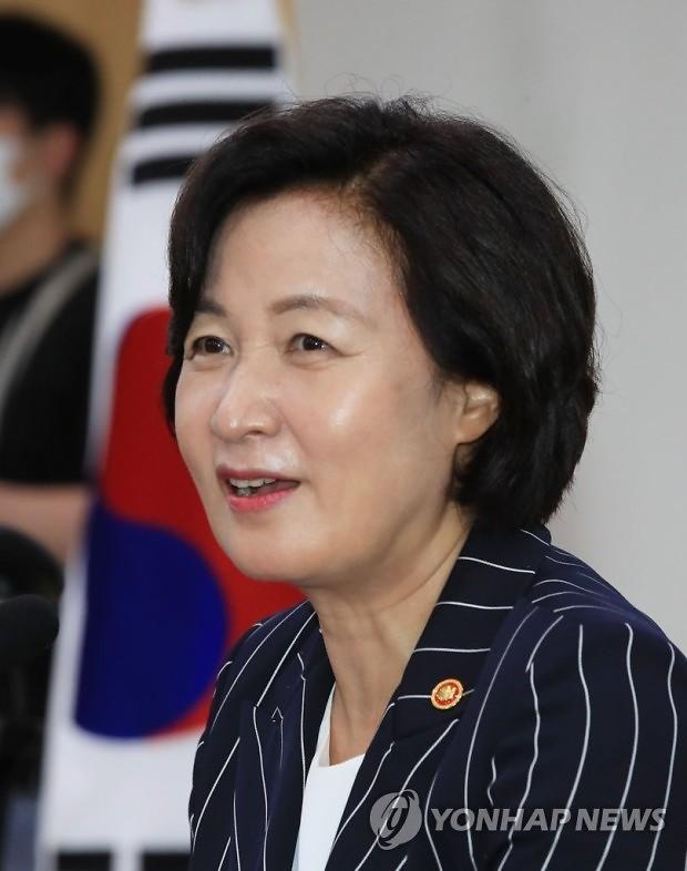 """추미애, 대권 도전 이달 내 발표…""""尹, 바람 든 풍선"""" 저격"""