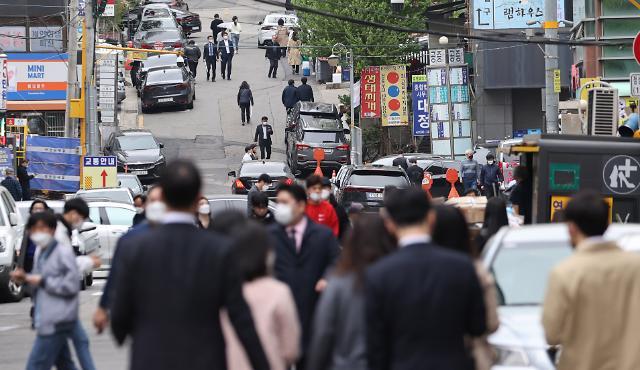 [바뀐 사회적 거리두기②] 내달 5일부터는 거리두기 간소화…유흥시설도 자정까지 허용