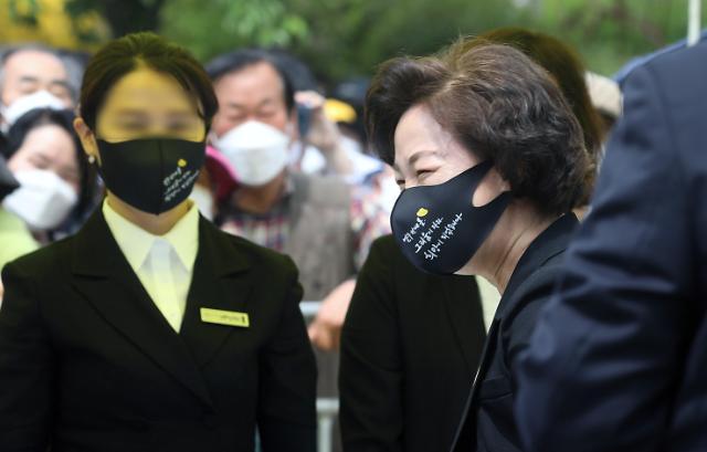 연이은 인터뷰로 '검찰 비판'에 나선 秋 전 장관