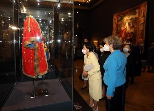 金正淑参观维也纳艺术史博物馆