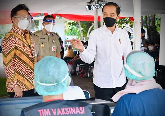 [NNA] 印尼 조코위 대통령, 8월 말까지 자카르타 750만 백신접종 지시