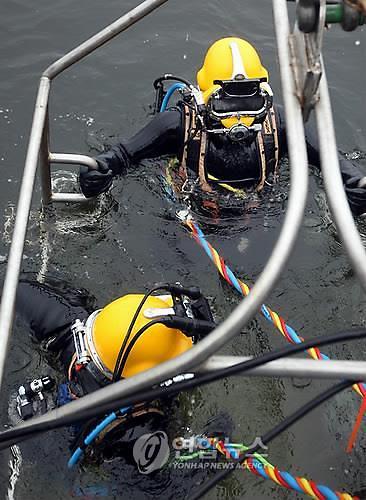 해군, 코로나19에 중단된 한·미연합 구조전 훈련 재개
