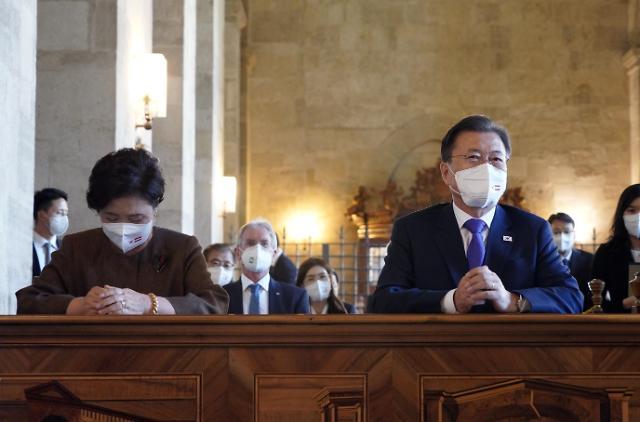 [포토] 하일리겐크로이츠 수도원 방문 기도하는 문 대통령 내외