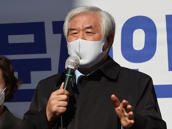 선거법 위반 전광훈 목사, 항소심서 문 대통령 증인 신청