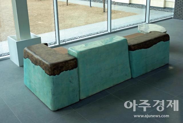 '7월 개관' 서울공예박물관, 안내 데스크부터 공예작품