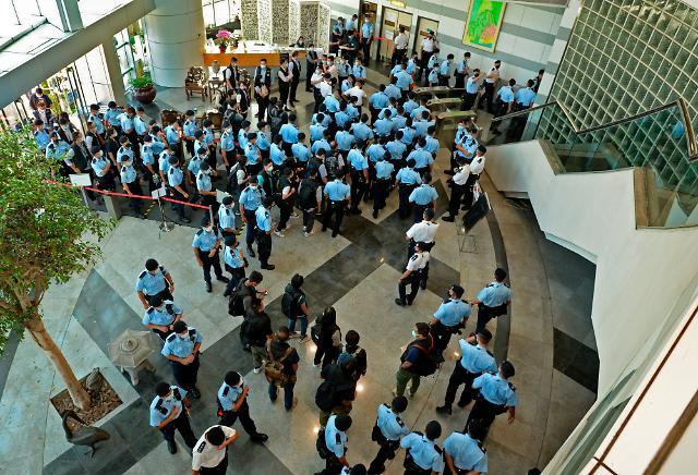 홍콩 경찰, 홍콩보안법 위반 혐의로 빈과일보 간부 5명 체포
