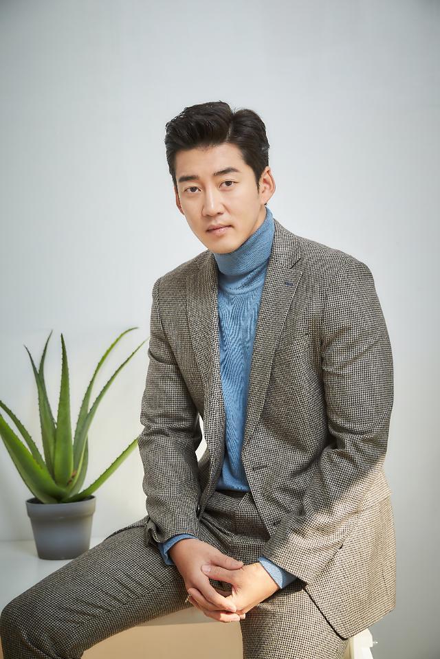 """윤계상, 열애 인정…소속사 측 """"지난해 지인 소개로 만남"""""""