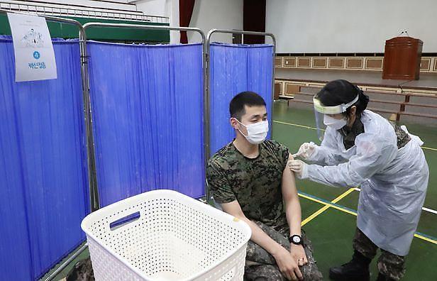군, 코로나19 백신 접종률 72.4%...8월까지 87% 전망