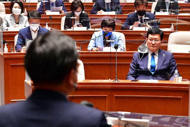 한발 물러난 민주당…임대사업자 혜택 폐지 다시 원점