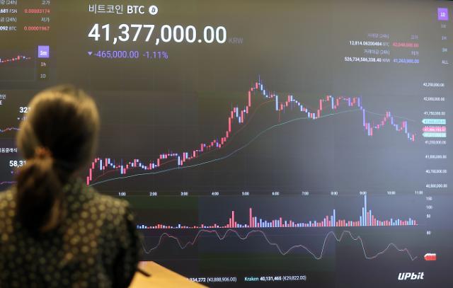 [아주경제 코이너스 브리핑] 비트코인 가격 급락…채굴업체 폐쇄·중앙은행 단속이 원인 外