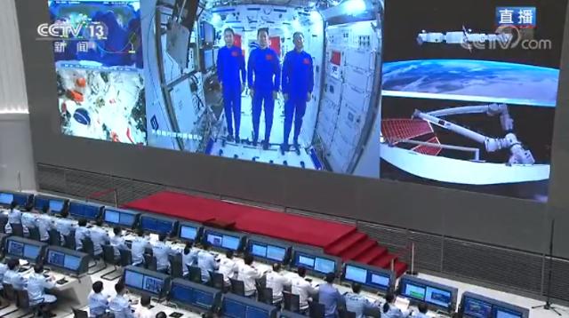 中 시진핑, 선저우 12호 유인우주선 우주인과 화상통화