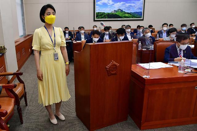 [포토] 류호정 의원, 오늘은 노란색 원피스