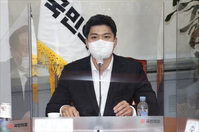 """野, 박성민 논란에 """"靑은 발탁, 우린 공정경쟁…지지 자신감"""""""