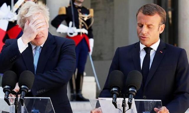 """마크롱 """"파리가 세계 금융 중심""""...브렉시트 여파에 방긋 웃는 프랑스"""