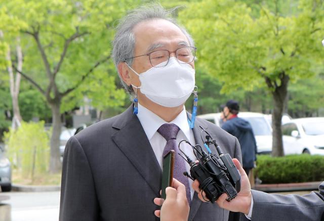 강제추행 오거돈 1심 징역 3년 선고…법정구속