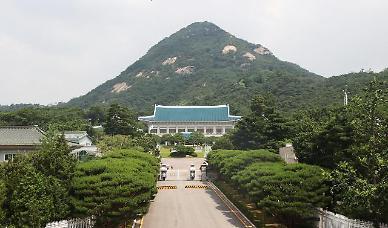 문 대통령, 박인호 공군참모총장 임명…내일부터 임기 시작