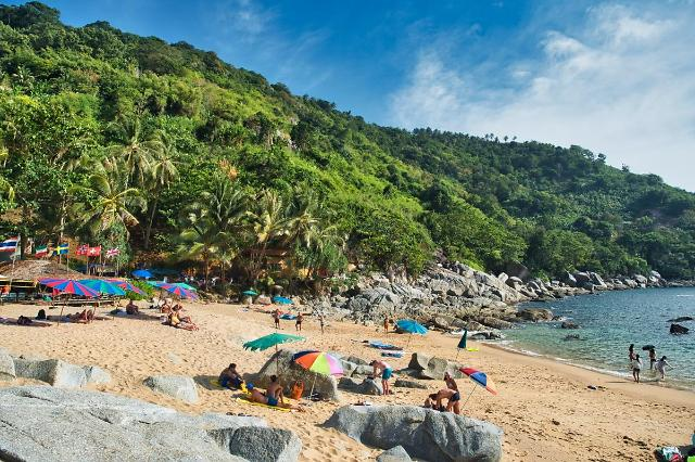 [NNA] 태국 푸켓, 외국인 관광객 수용 개시... 첫날은 250명 도착