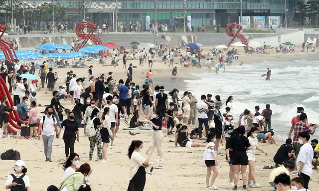 釜山海云台开放首日 游客人山人海