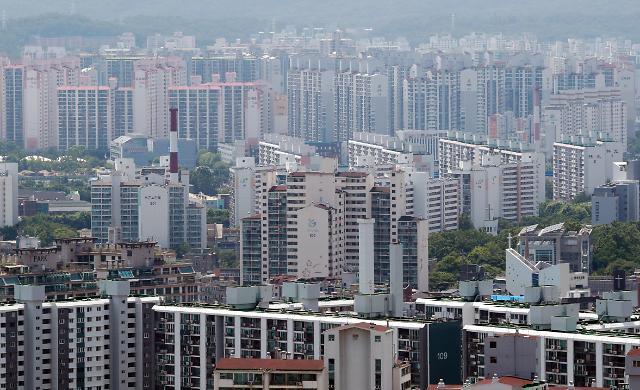 60세 이상·소득 3000만원 이하·1주택자 종부세 과세유예 추진