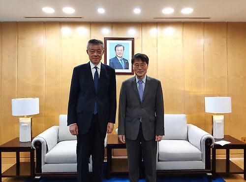 中国政府朝鲜半岛事务特别代表刘晓明会见韩国驻华大使张夏成