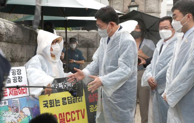 """[수술실 CCTV 논란] 7월 국회서 결판···""""찬성 국민 98% vs 반대 의사 힘겨루기 팽팽"""""""