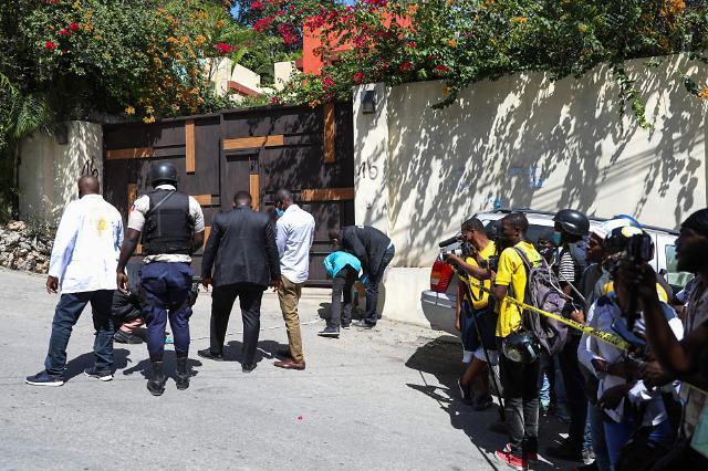 """아이티 대통령, 괴한 총격에 사망…바이든 """"극악무도한 행위 규탄"""""""