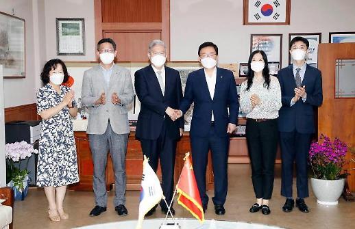 中国驻光州总领事张承刚走访光州北区政府