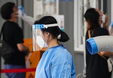 [광화문갤러리] '무더위와 싸우는 코로나19 의료진들'